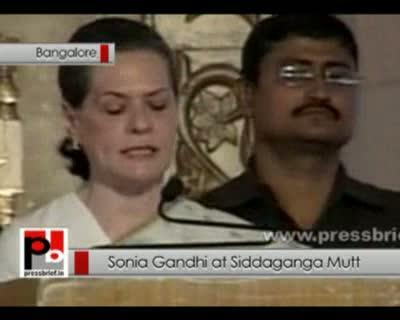 Sonia Gandhi at Siddaganga Mutt in Bangalore, 28th April 2012