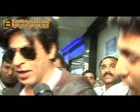 Shahrukh Khan shows his SHOE to fans post KKR match