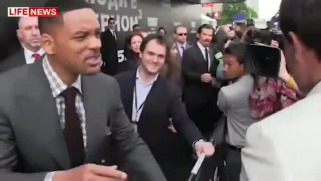 Will Smith Slaps Reporter Smacks reporter For Trying To Kiss him