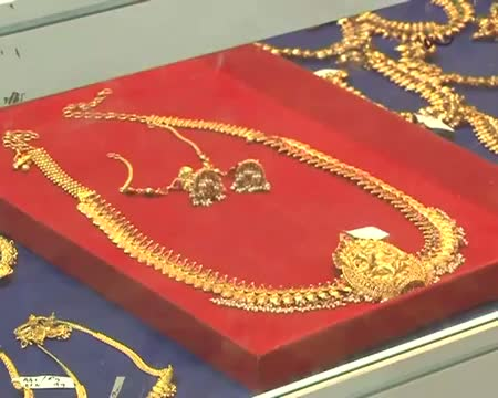 Gold climbs to all time high of Rs 30,550