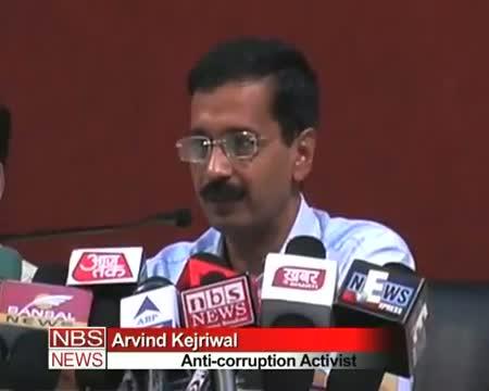 Team Anna attacks Pranab again, demands probe