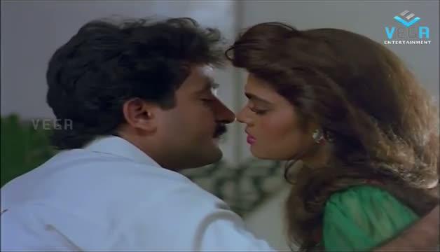 Silk Smitha Kissing To Mahesh Babu - Play Girls