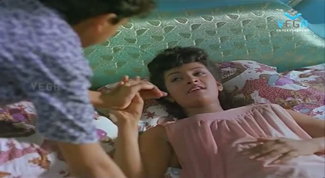 'Silk Smitha' Romance On Bed With Hero - Play Girls