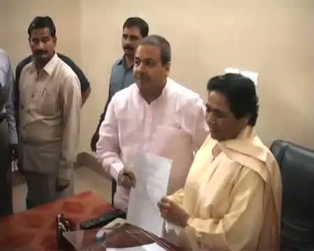 Rajiv Shukla meets Mayawati over presidential poll
