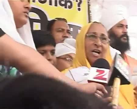 Sarabjit's family protests in Delhi for his release