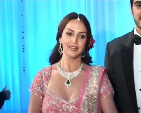 Esha Deol Takhtani glows in pink at reception party