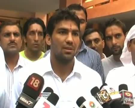 Boxer Manoj Kumar performs 'havan' for Olympics medal