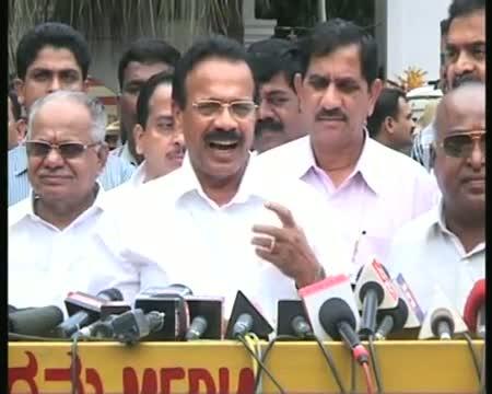Sadananda Gowda resigns, supporters create ruckus