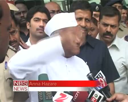 Anna Hazare hits out at PM