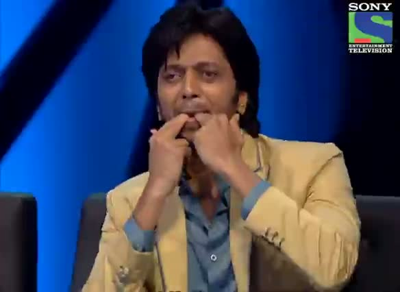 INDIAN IDOL SEASON 6 - EPISODE 17 - SPECIAL MOMENTS - SPECIAL MOMENT FOR ALL TUSSHAR KAPOOR SUNG DIL DING DONG DING BOLE - 27TH JULY 2012
