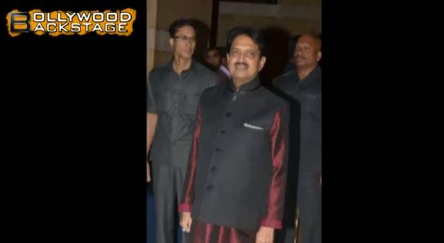 Riteish Deshmukh DONATES KIDNEY to father Vilasrao Deshmukh