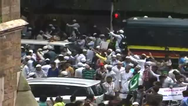 Protests against Assam violence turns violent in Mumbai