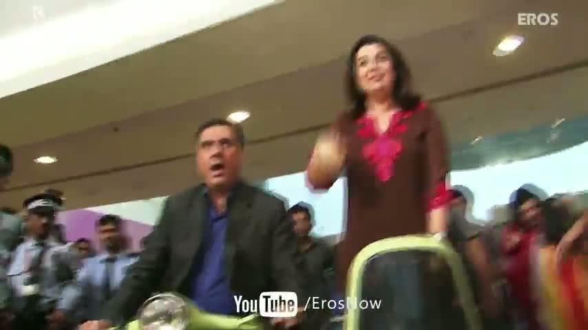 Flash Mob With Farah Khan & Boman Irani in Famous Mall, Mumbai