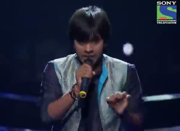 INDIAN IDOL SEASON 6 - EPISODE 25 - BEST PERFORMANCES - AMIT KUMAR SINGING 'JHILMIL SITARON KA AANGAN HOGA' - 24TH AUGUST 2012