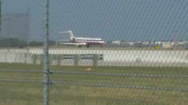American Eagle CRJ-700 taking off KMSP