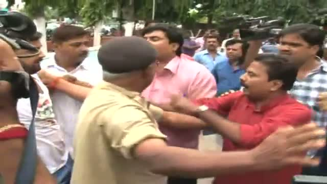 IAC worker create ruckus in Scindia's press meet