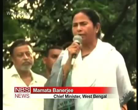 Mamata warms PM against FDI