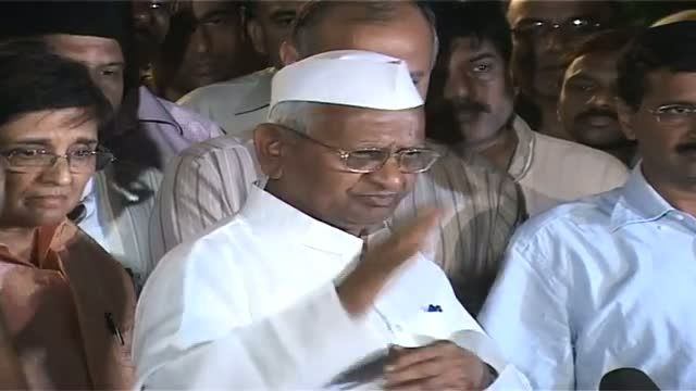 Kejriwal to form party with Anna's principles