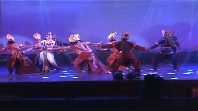 Check Out Hema Malini's elegant performance at Pune fest