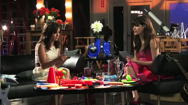New Girl and Raising Hope - FOX Lounge: Rapid Fire