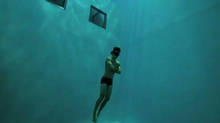 Crazy Free-diver Has Amazing Skills