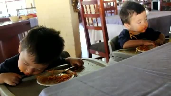 Sleepy Twin Boys vs Tasty Spaghetti
