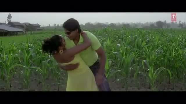 Badu Namuna lagaav taaru chunna - Full Bhojpuri Hot Video Song - From Movie Pyar Karela Himaat Chaahi