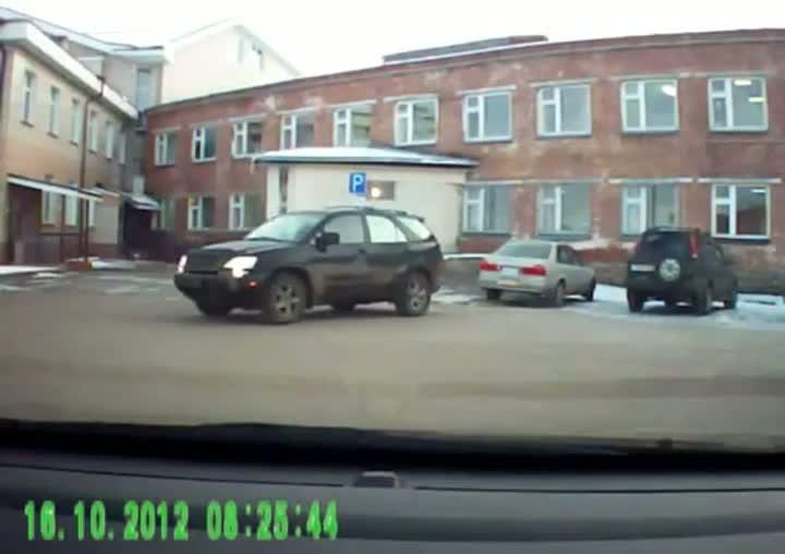 Female Driver Fails at Parking
