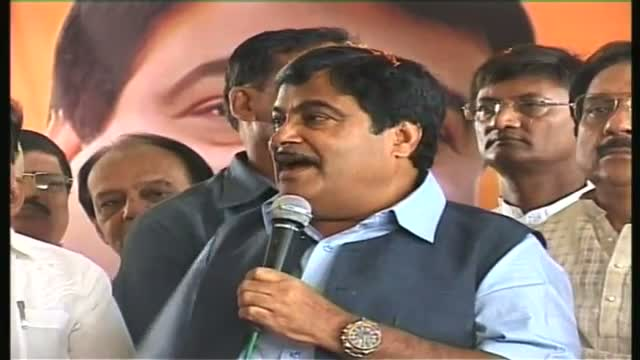 Gadkari asks why Vadra not being probed