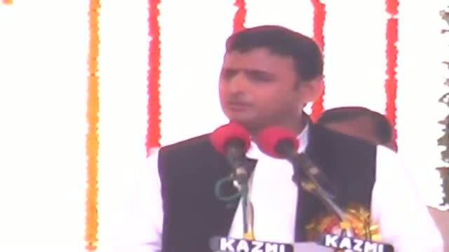 Akhilesh announces relief package for encephalitis victims