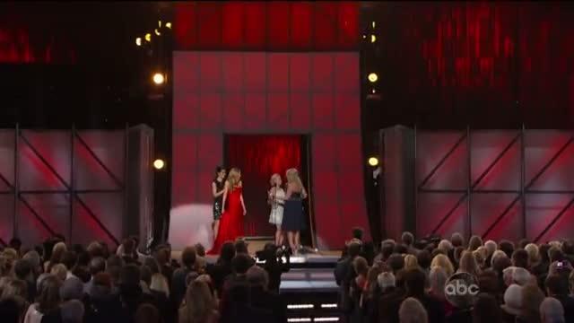 Miranda Lambert - Wins Female Vocalist Of The Year - CMA Awards 2012