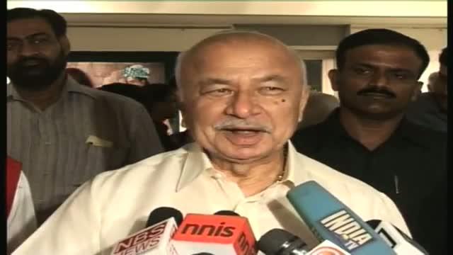 Shinde to meet Rehman Malik, bats for Indo Pak cricket ties
