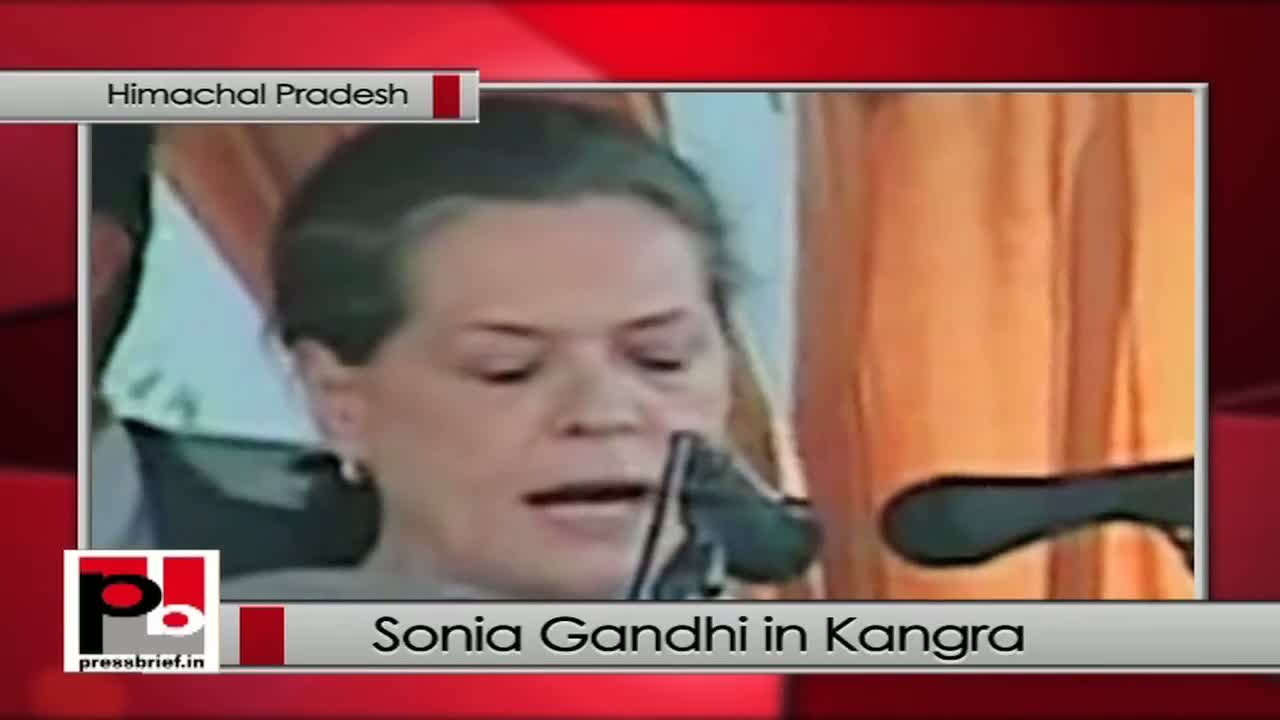 Sonia Gandhi in Kangra campaigns for Congress, takes on BJP