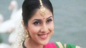 Madhur Madhur Naam Meenakshi - Mahesh, Keerthi, Maidan -E- Jung Song