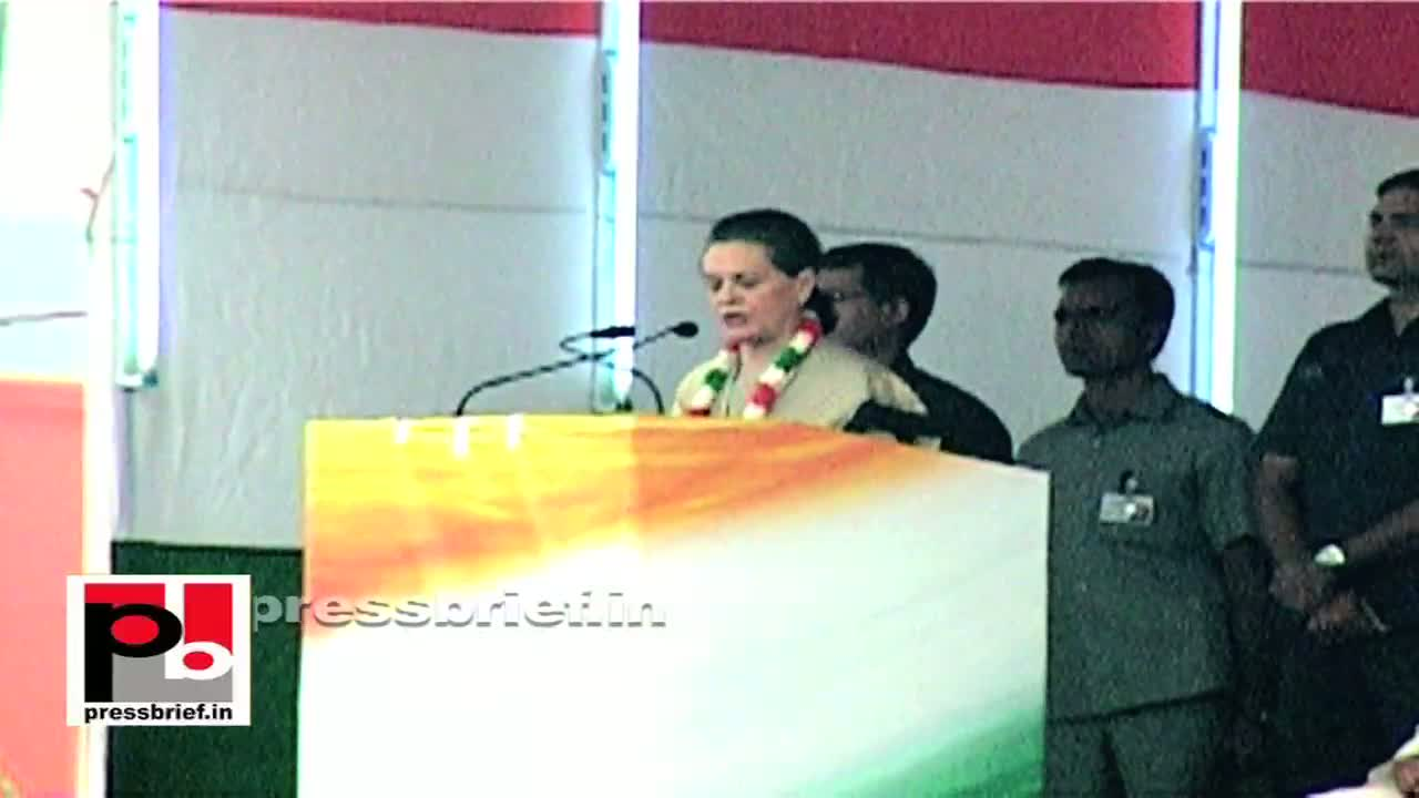 Sonia Gandhi in Delhi boosts the morale of the Congress workers