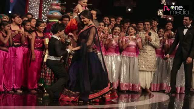 Shahrukh,Anushka & Katrina Dance on 'India's Got Talent'Grand Finale Video