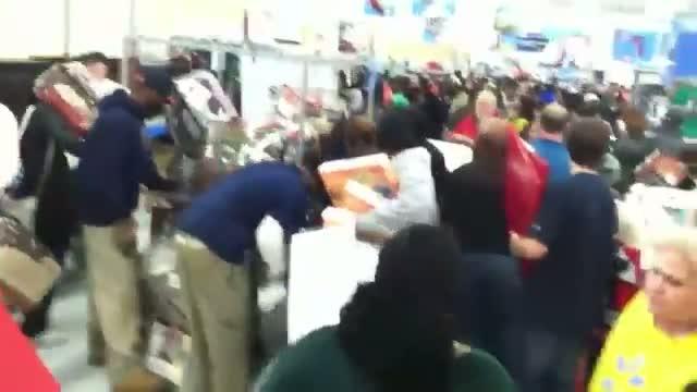 Black Friday 2012 Walmart @ Stockbridge GA Shoppers Crazy for Towels