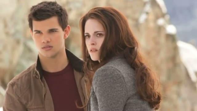 Twilight Saga: Breaking Dawn Part 2 Movie Review - Kristen Stewart, Robert Pattinson [HD]
