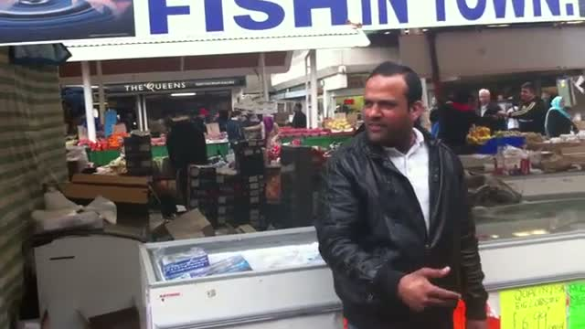One Pound £1 Fish Singing Salesman London HD
