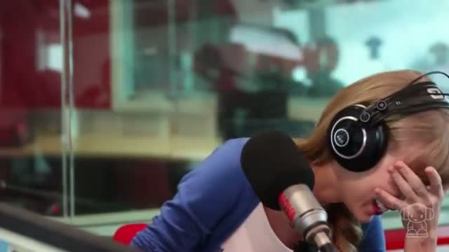 """Taylor Swift's hilarious reaction to Wippa singing """"Love Story"""""""