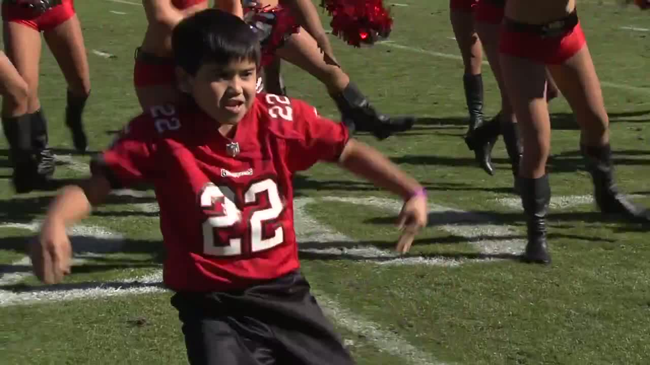 Kid Dances With Tampa Bay's Cheerleaders