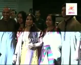 Vidya Balan's Mehndi Ceremony - The Balan family pose for cameramen ahead of Vidya's Mehndi Ceremony