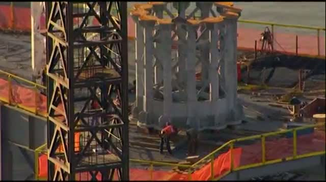 Raw - First Section of WTC Spire Hoisted