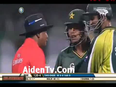 Ishant Sharma Vs Kamran Akmal Fight In 1st T20 Match - Pakistan Vs India 1st T20 Match 2012
