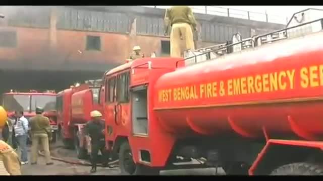 Massive fire at cloth godown in Kolkata