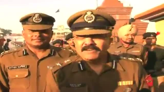 Indian soldiers celebrate Republic Day with Pakistani rangers