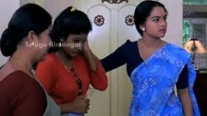 Pavitra Bandham Scenes - Soundarya trying to help her sister - Venkatesh, Soundarya - Telugu Cinema Movies