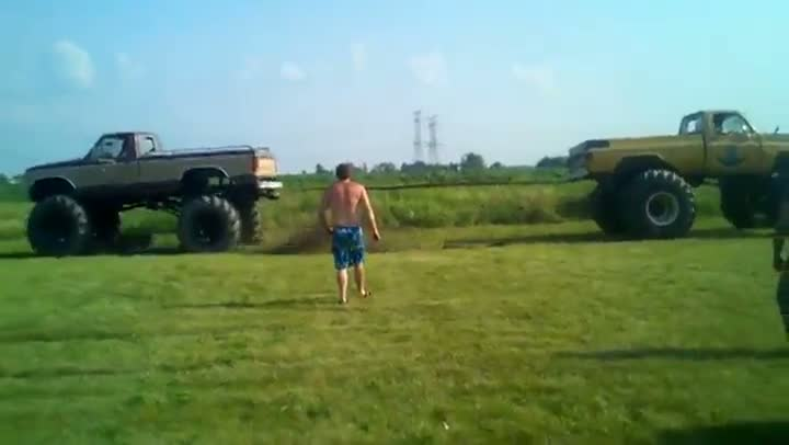 Truck Tug Of War Fail