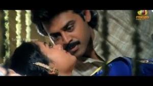 Pavitra Bandham Scenes - Soundarya surprised by Venkatesh - Venkatesh, Soundarya - Telugu Cinema Movies