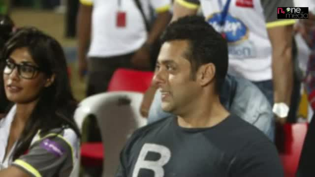 Salman Khan at Mumbai Heroes Vs Kerala Strikers match